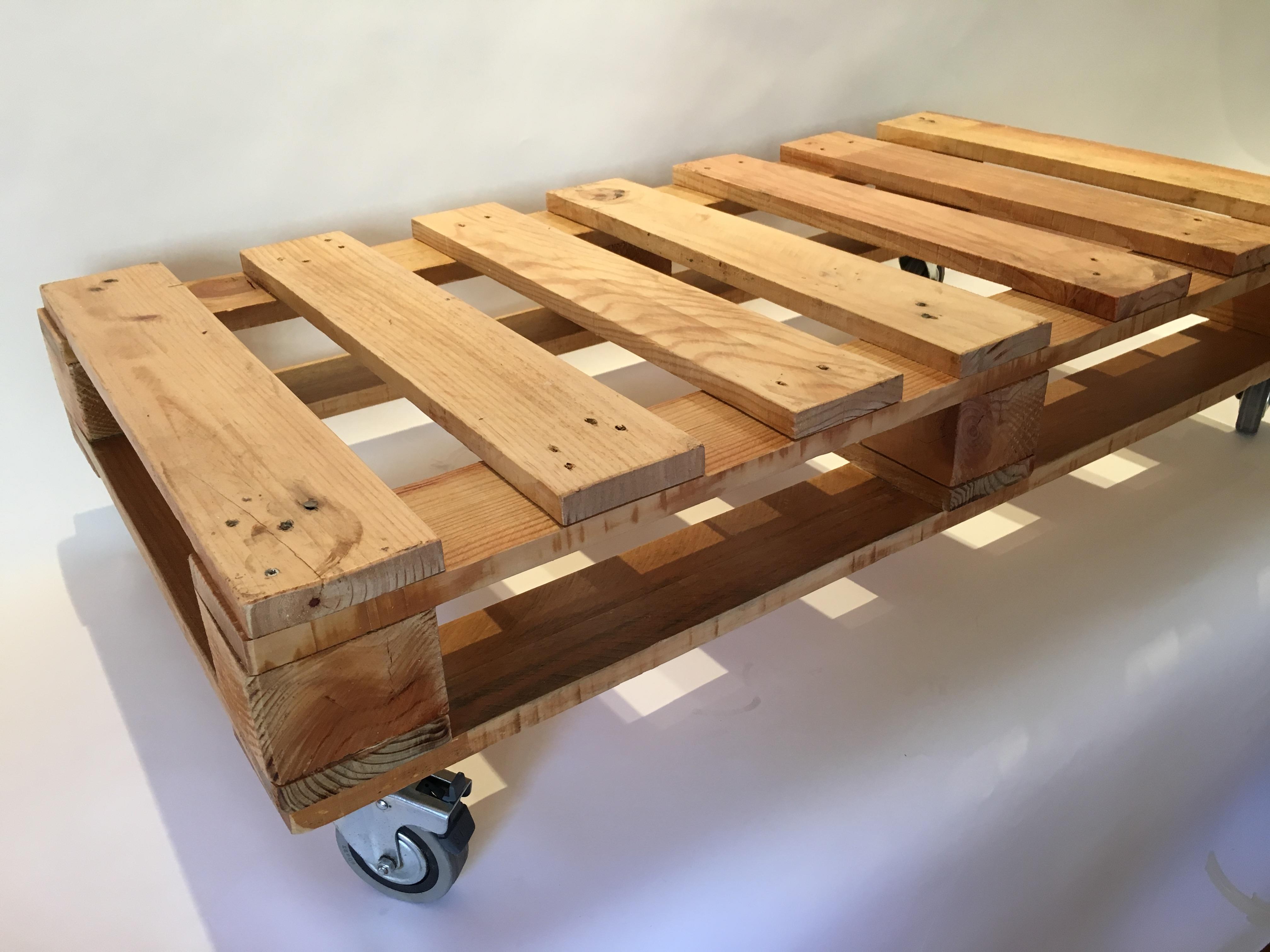 Mesas con palets de madera fabulous recicla y decora con for Mesas hechas con palets de madera